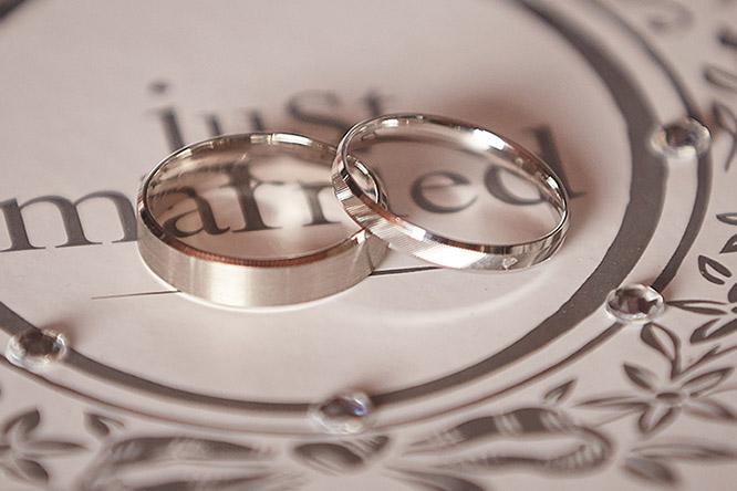 Photographe de mariage Annecy le passage a la mairie en photo tarifs des prestations Mariage